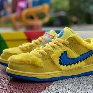 "Nike Dunk SB ""Bears Pack"" athletic shoes"